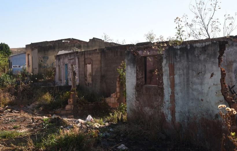 Loteamento do Minha Casa Minha Vida vira cenário de abandono