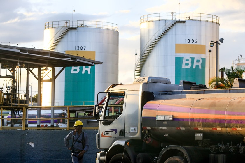 Duto de gasolina que abastece o DF e Goiás é perfurado por criminosos